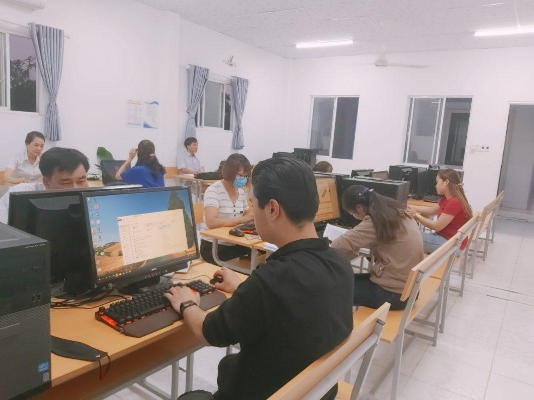 Trung tâm tin học Huế ở Hương Sơ